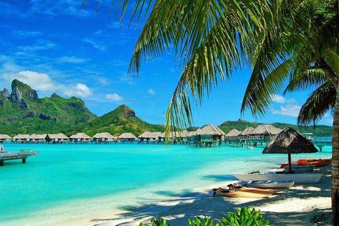 Phát triển mạnh kinh tế du lịch biển, đưa Quảng Ninh, Phú Quốc trở thành các trung tâm du lịch biển tầm quốc gia, quốc tế.