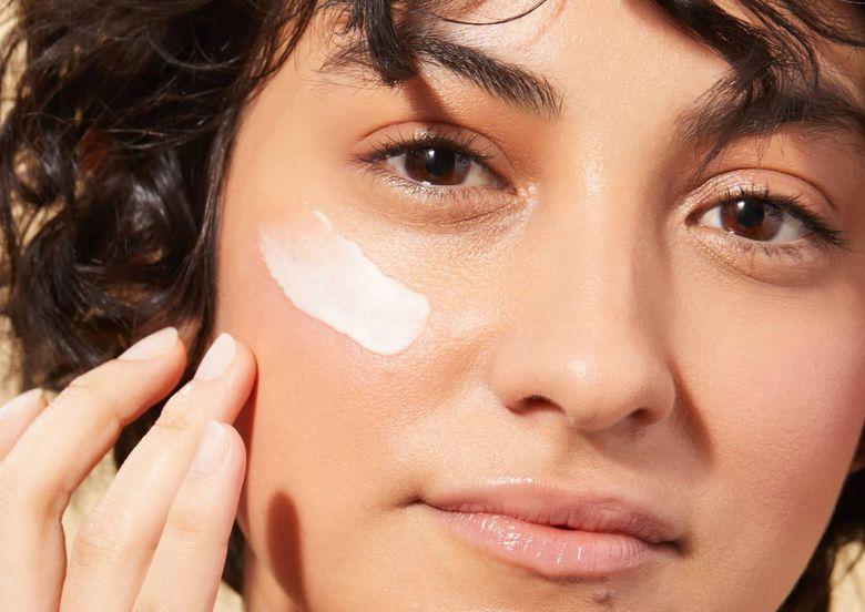 Bôi kem dưỡng da bao lâu thì rửa mặt để phù hợp nhất với kiểu da mặt của bạn?