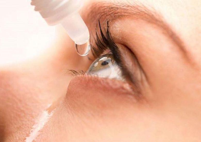 Bạn có nên nhỏ thuốc nhỏ mắt thường xuyên khi gặp vấn đề về mắt không?