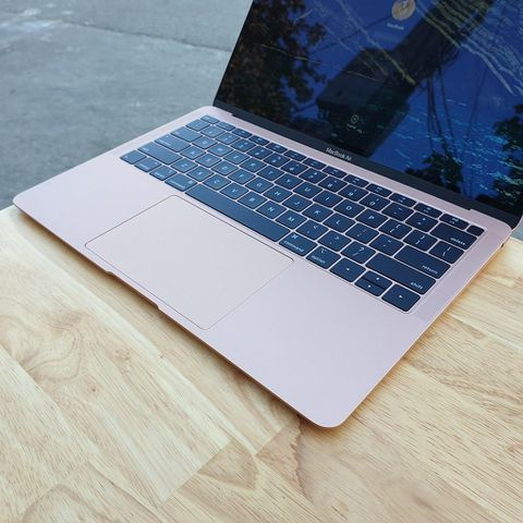 Macbook Air 2019 - Core i5 / Ram 8G / Ssd 128G / 13.3 Inch Retina / Máy Đẹp 98% .