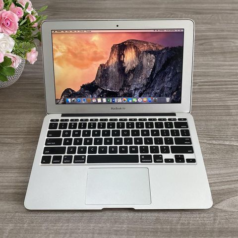 Macbook Air MC505 ( 2010 ) - Chip Core 2 / Ram 2G / Ssd 64G / 11.6 Inch / Đẹp 97%