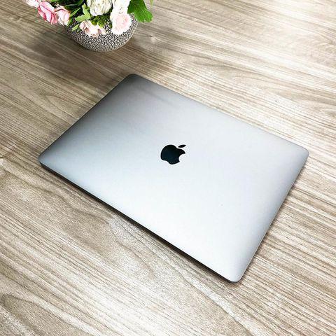 Macbook Pro 2017 - Chip I7 / Ram 16G / SSD 256G / 13' Retina / Touch Bar / Đẹp 98%