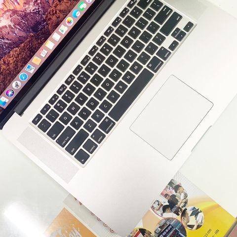 MacBook Pro 15 inch 2014 (Core i7 2.2Ghz / Ram 16GB / SSD 256GB / 15.4 inch )