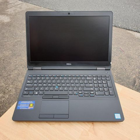 Dell Latitude E5570 (Core I7-6820HQ   RAM 8GB   SSD 256GB   15.6″ FHD IPS 1920x1080   Card AMD Radeon R7 M370 2gb )