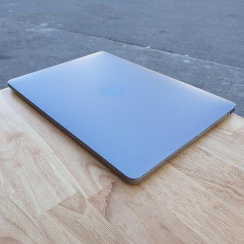 Macbook Pro Retina 2019 - Core I5 / Ram 16G / Ssd 128G / 13 Inch / TouchBar / Touch ID / Đẹp 99% / Sạc 6 Lần .