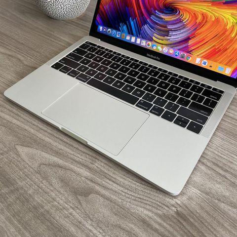 Macbook Pro 2016 - MLUQ2 - Core i5 / 8G/ SSD 256G / 13.3' / Đẹp 98%