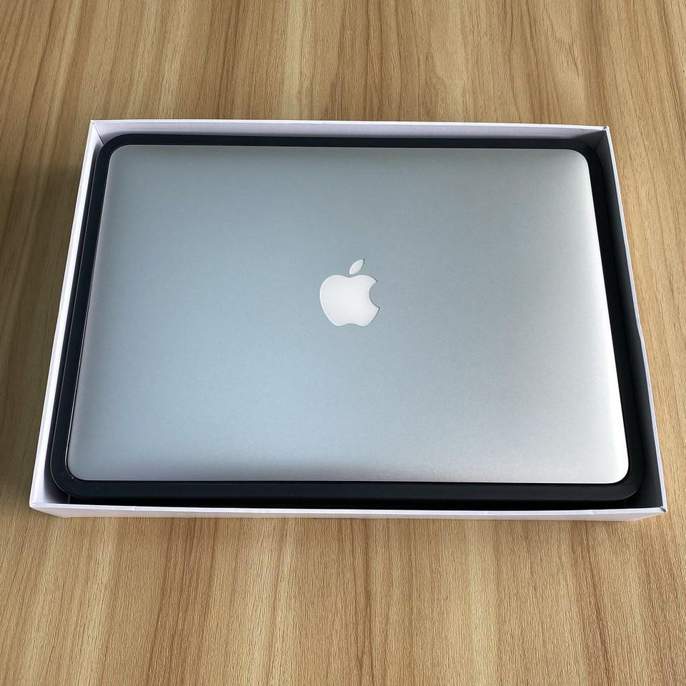 Macbook Air 2017 - Z0UU3 - Core I7 2.2 / Ram 8G / Ssd 128G / 13.3' / Mới 99% / Full Box